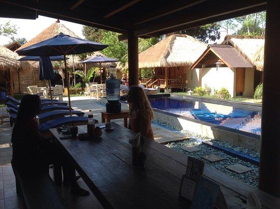 Gili Air, Indonésia: Poolside cafe