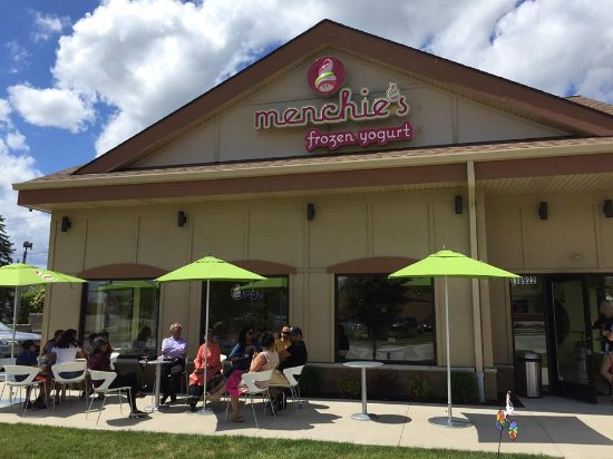 West Allis, WI: Outdoor seating