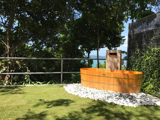 Langkawi District, Malaysia: The outdoor tub!