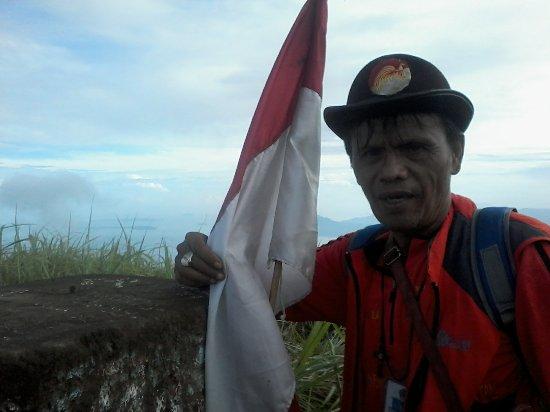 Tomohon, Indonésie : guide jotje lala on the very top of lokon volcano