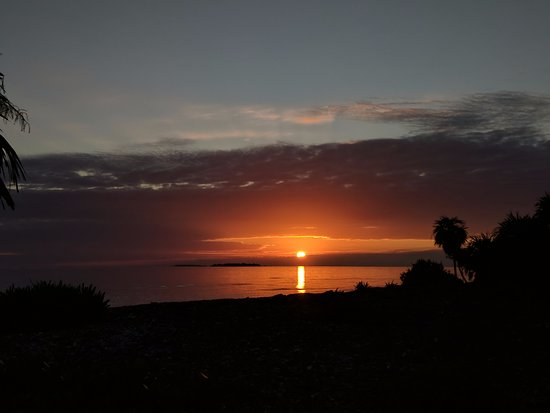 Off The Wall Dive Center & Resort: Gorgeous sunsets!