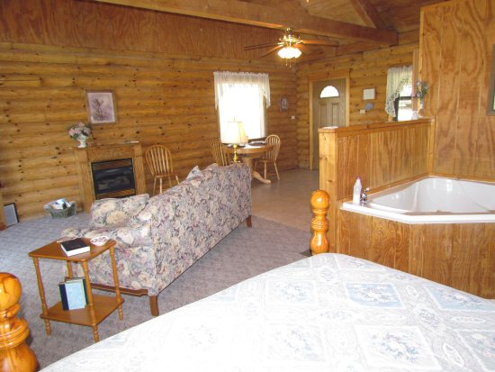 Ridge Top Resort and Chapel: All of our cabins are roomy and comfortable.