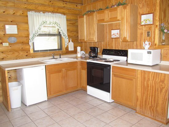 Ridge Top Resort and Chapel: Two of our cabins have a full kitchen.