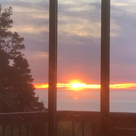 Cottages at Little River Cove: An amazing sunset view from the Cottage called Farallon.