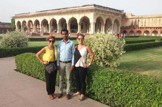Kvinners spesielle: Samme dag Taj Mahal...