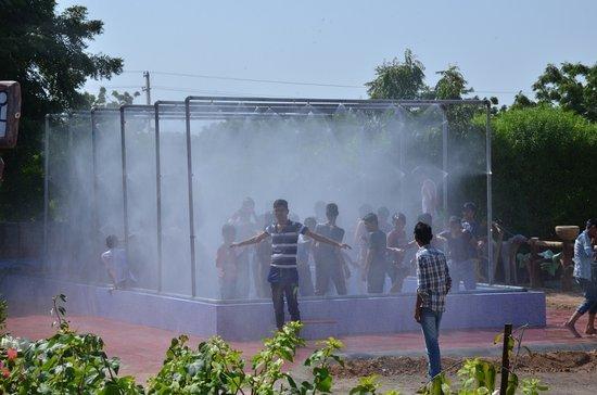 Balotra, الهند: rain-dance-near-jodhpur_large.jpg