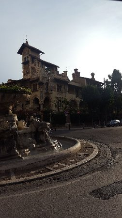 Rome in Limousine: Quartiere Coppedè