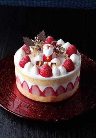 Итабаши, Япония: 今年のサンタはオリジナルなんですよ。イチゴたっぷりのケーキはシェフが何年も試行錯誤してやっとできたスポンジ生地を使用。