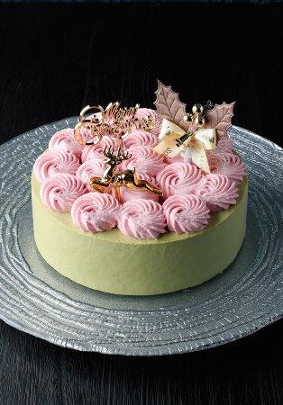 Criollo Honten: 糖質制限ケーキ「スリム・ピスタッチオ・フレーズ」は糖質制限ケーキとは思えない高級ナッツ、ピスタッチオをたっぷり使用。イチゴも入っているので華やかなケーキです。