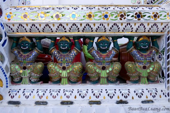 Phrae, Thailand: Wat Phra That Cho Hae