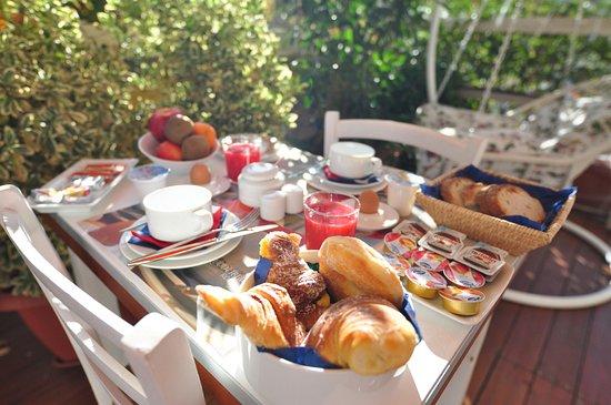 QuodLibet: Breakfast in the Terrace