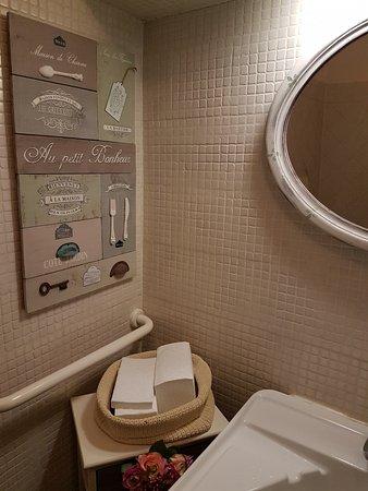 Particolare dell\'arredamento: bagno. - Picture of Al Rossini ...