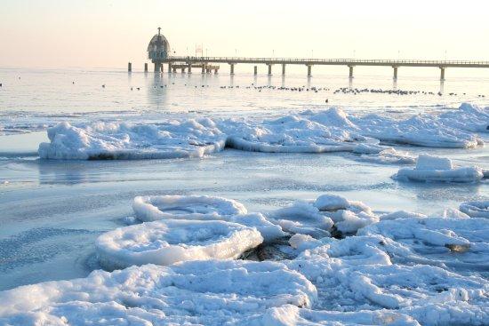 Zempin, Alemania: Winterlicher Strand auf Usedom