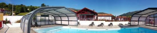 Saint-Martin-d'Arrossa, France: #campingpaysbasque #campinglarlapean #piscinecouverteetchauffée