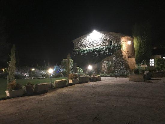Saint-Cannat, فرنسا: entrée du restaurant