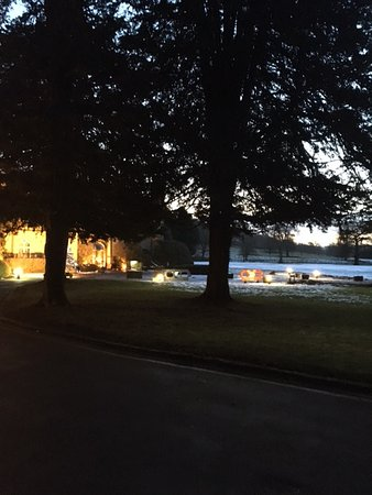 Great Missenden, UK: Early Morning in Front of the Hotel