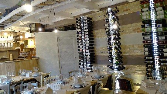 San Martino Alfieri, Italia: Cantina vini piemontesi da sorseggiare in aperitivo, pranzi e cene della tradizione