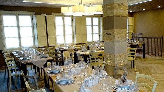 San Martino Alfieri, Italia: Ampia sala per pranzare e cenare in un locale accogliente