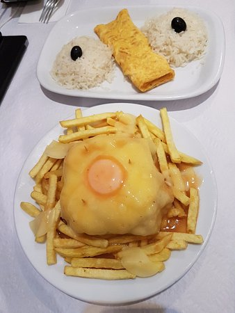 Cafe Santiago : Omelette with rice, Francesinha with fries