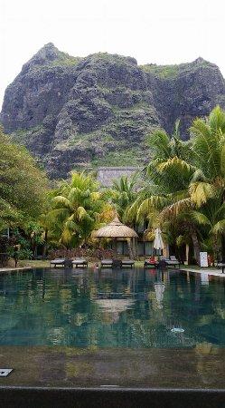 Dinarobin Beachcomber Golf Resort & Spa: Piscine secondaire dans les jardins avec vue exceptionnelle...