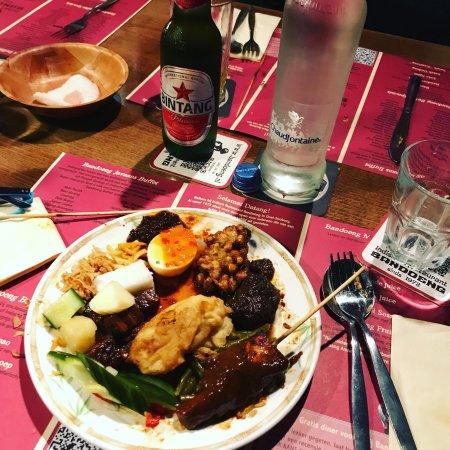 Heerlijk buffet picture of indisch restaurant bandoeng for Sideboard indisch