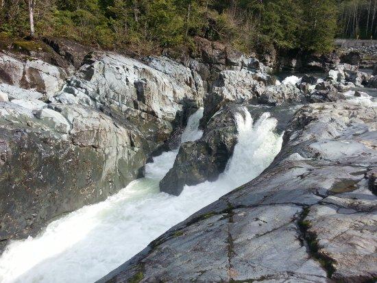 Πορτ Άλμπερνι, Καναδάς: Waterfall