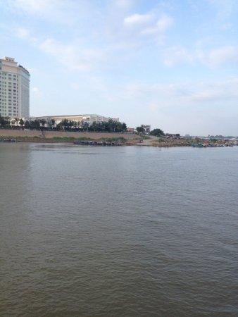 LBN Asian Hotel: Foto desde el rio