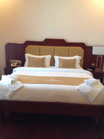 LBN Asian Hotel: Confortable cama