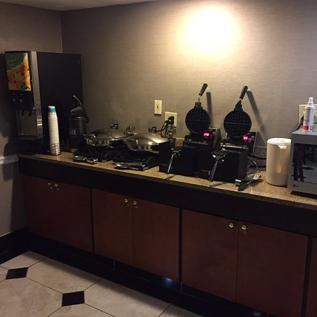 Lithia Springs, GA: Free Continental Breakfast
