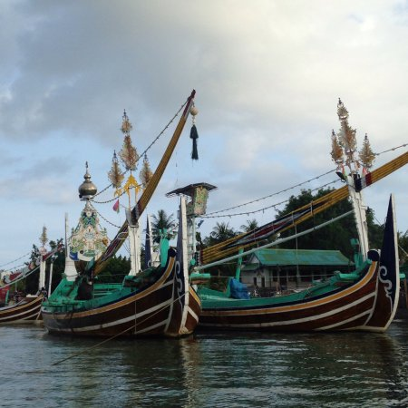 Negara, Indonesia: Beautiful handcrafted boats the fisherman use.