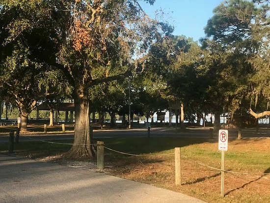 Holiday, FL: Park grounds