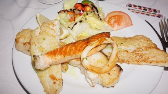 Quart, สเปน: Parrillada de peix, un encert, boníssima
