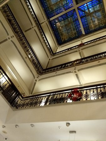 Hampton Inn & Suites Mexico City - Centro Historico: Looking up from the atrium