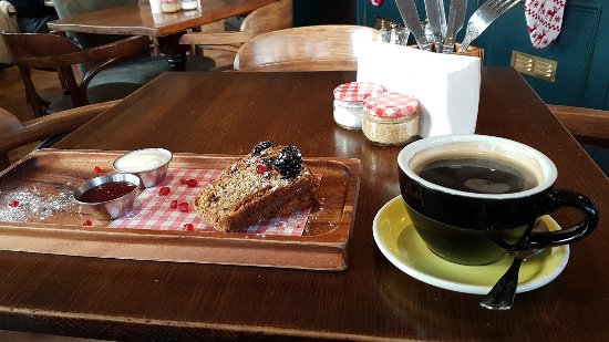 Gerrards Cross, UK: Coffee with Courgette and Chocolate Chip Bread