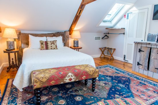 Three Chimneys Inn: Standard Queen on the third floor of the Main House.