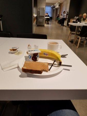 Hotel Le Dauphin Montreal Centre-Ville: Le petit déjeuner est offert jusqu'à 11h et est compris dans le prix de l'hôtel
