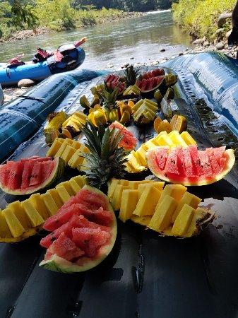 Rios Pura Vida: riquísimas frutas es parte del recorrido!!