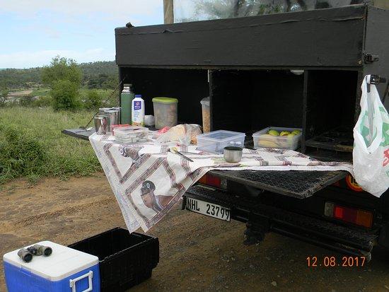 St Lucia, South Africa: Breakfast on safari