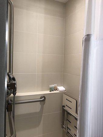 Oxon Hill, MD: Tiny shower