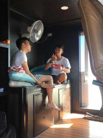Rawai, Thailand: Instructor Beam briefing before dive