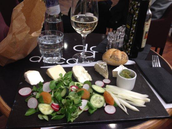 Тессера, Италия: pietanza e vino ottimi, ma il personale è pessimo!