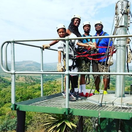 แคมป์สเบย์, แอฟริกาใต้: Ziplining is an amazing thrill that you can do alone or as a group of friends or family.