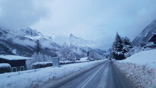 Les Rives d'Argentiere: on the road