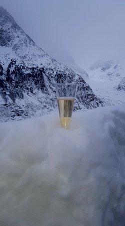 Argentière, Francia: Champagne up on montenvert railway
