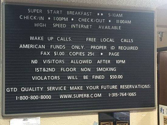 Massena, Estado de Nueva York: Information Sign at Front Desk