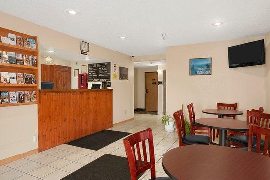 Massena, NY: Lobby and Front Desk Area