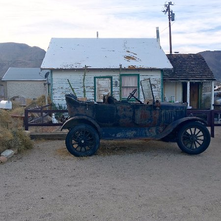Olancha, CA: Golden Cactus Ghost Town & Old West Museum