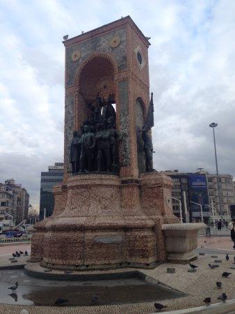 Taksim Gezi Park: republic monument