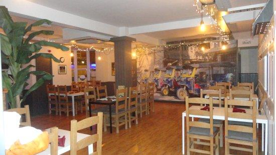 Κρου, UK: The newly refurbished interior at Thai Samai, Crewe.