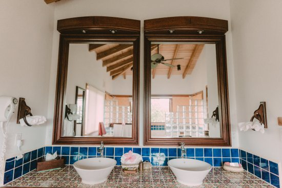 Hamanasi Adventure and Dive Resort: His and hers sinks in deluxe treehouse bathroom